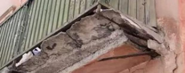 Снос аварийных балконов в доме на проспекте Металлургов в Самаре продолжается