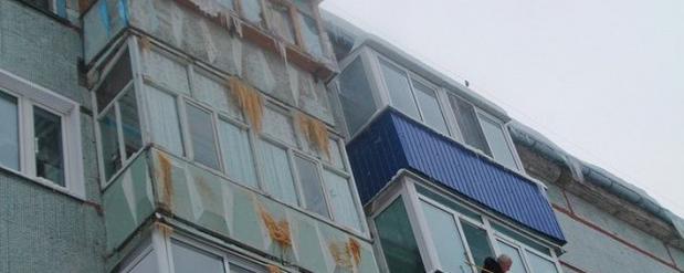 В Сызрани пенсионеры забрызгали фекалиями балконы соседей