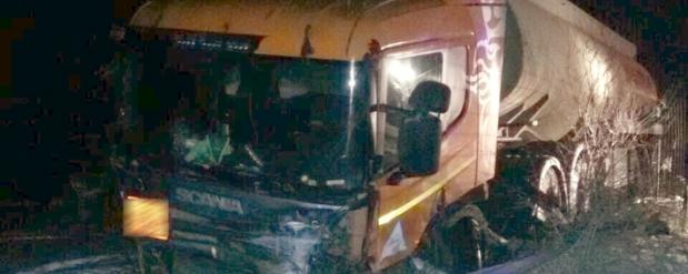 Под Тольятти двое парней угнали такси, а через несколько часов попали в аварию с бензовозом