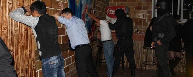 В ночные клубы Самары наведались бойцы спецназа
